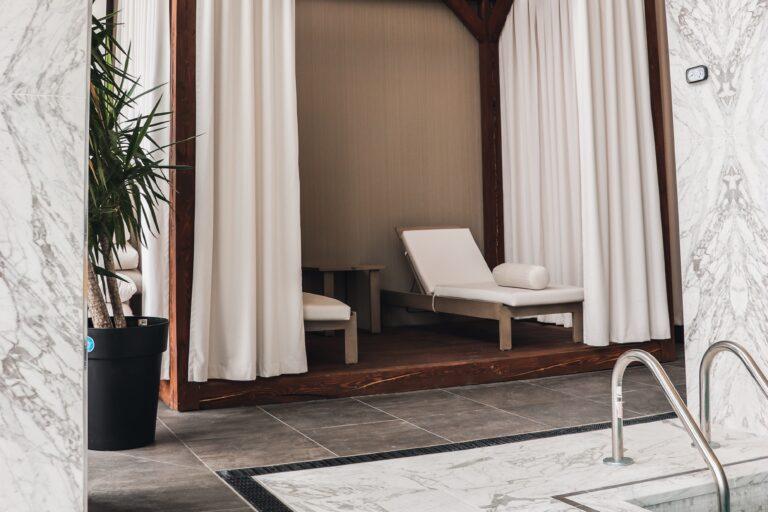 Chaises de piscine des condos de l'île paton réalisation d'Humaco Acoustique Montréal