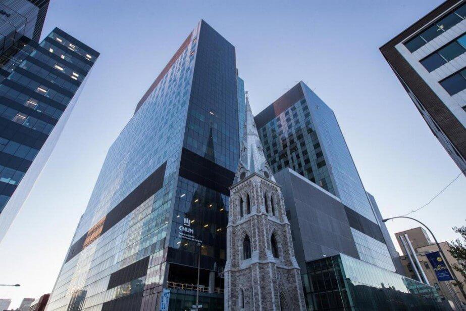 Façade vitrée de l'hôpital CHUM à Montréal