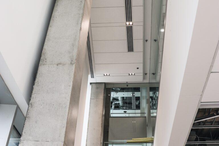 Plafond de l'hôpital Maisonneuve-Rosemont réalisation d'Humaco Acoustique Montréal