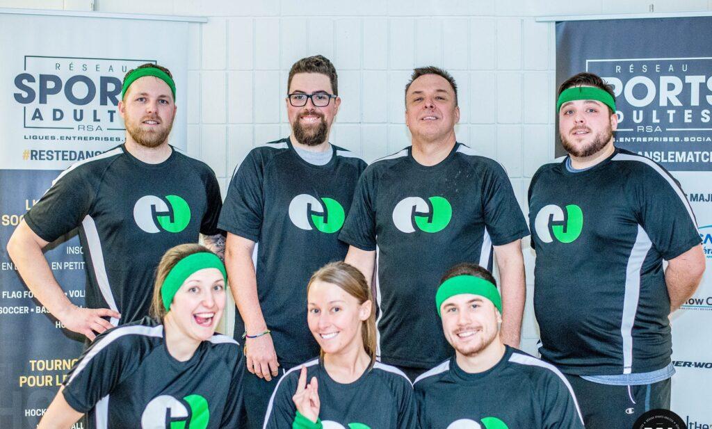 Employés Humaco lors d'un tournoi de volleyball d'entreprise